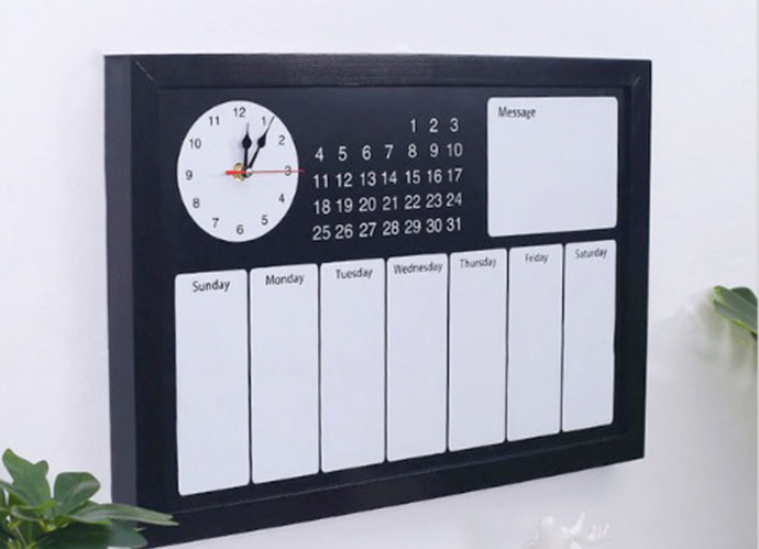Calendario negro pared. Precio: 69,40 euros (es.aliexpress.com)
